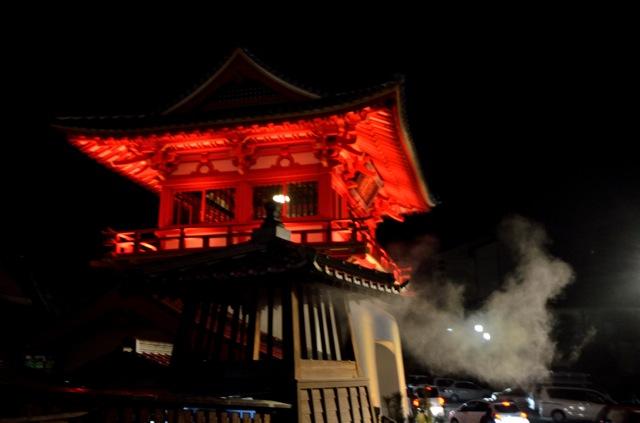 武雄温泉は「国重要文化財」の門とかかっこいいし、サービスも◯