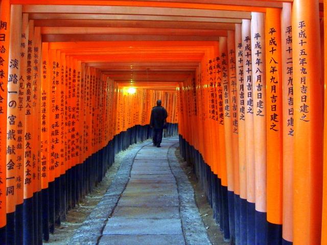 京都「伏見稲荷大社」でわかった、きつねやいなり寿司のこと